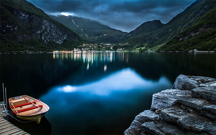 geiranger norway small village nighttime wallpaper