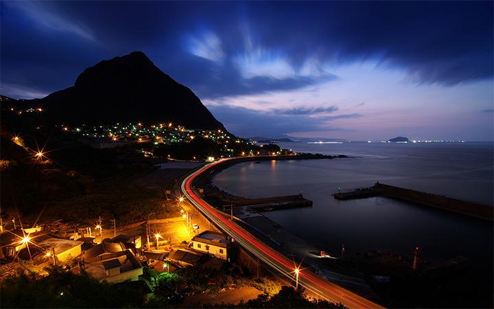 Curve Taiwan Night Time Photo Wallpaper